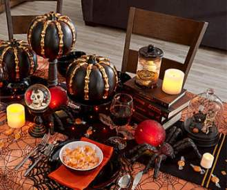 Skeleton+&+Cobwebs+Dining+Halloween+Table+Décor